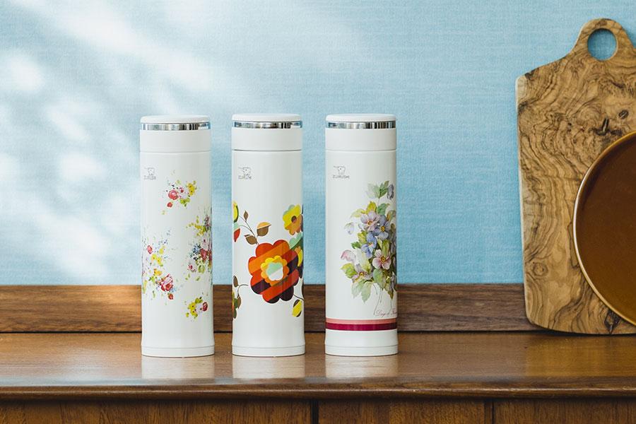 花柄ボトル。左から「花化粧」「フローラ」「ワインフラワー」(各3850円)