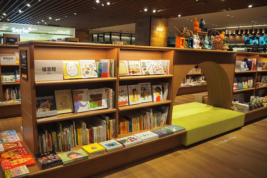 地域最大級の児童書が取りそろえられている
