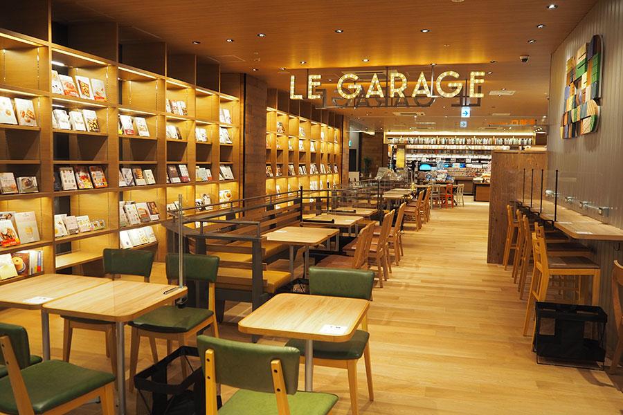 購入前の気になる本を食事と一緒に楽しめる併設カフェ「ル・ガラージュ」
