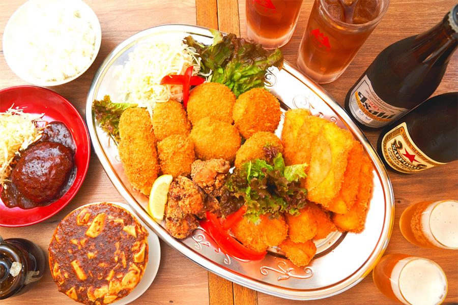 ハムカツや絶品ハンバーグ、揚げ物など9種類を詰め込んだ「堂山食堂ご堪能セット」(6000円)