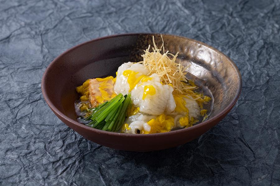 1人1皿ずつ楽しめる、和食「浮橋」 京なす真薯と菊花あん掛け