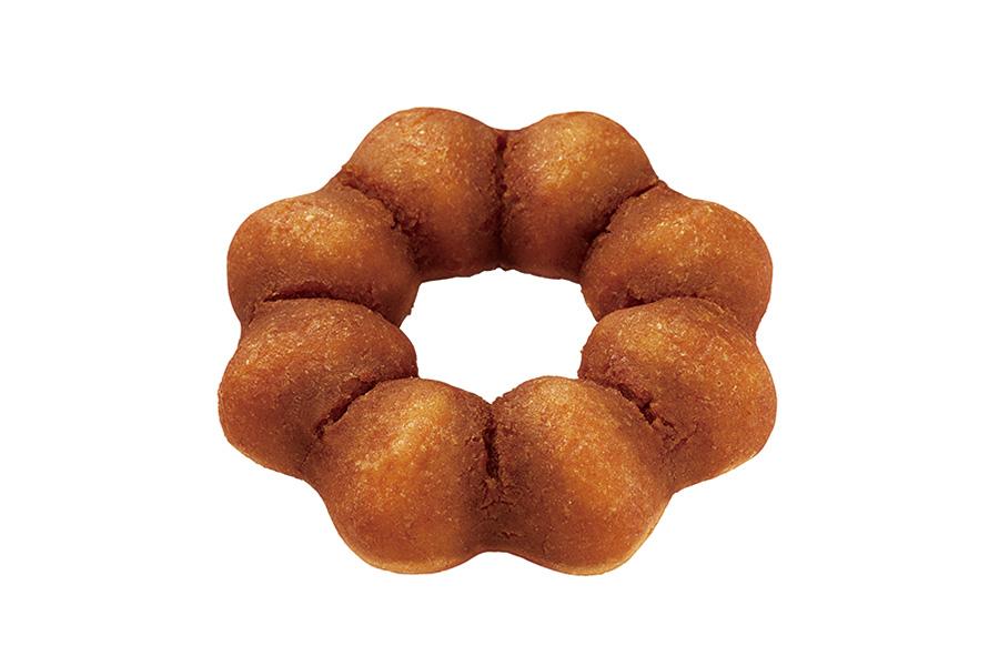 さつまいもをイメージした、ホクホク&しっとりとした食感のドーナツ生地に、シロップを染み込ませた「蜜いも」。(テイクアウト140円・イートイン143円)