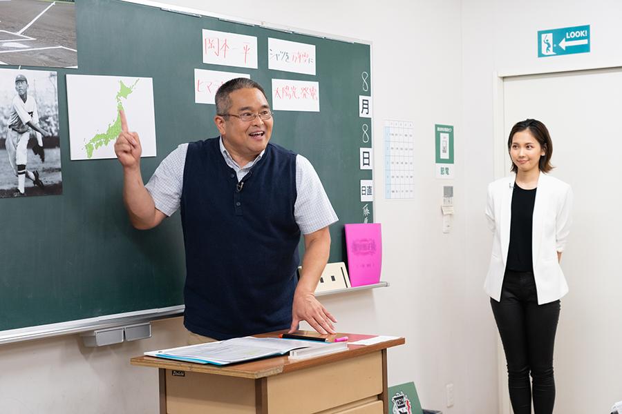 歴史を教える村瀬先生 (C)ABCテレビ