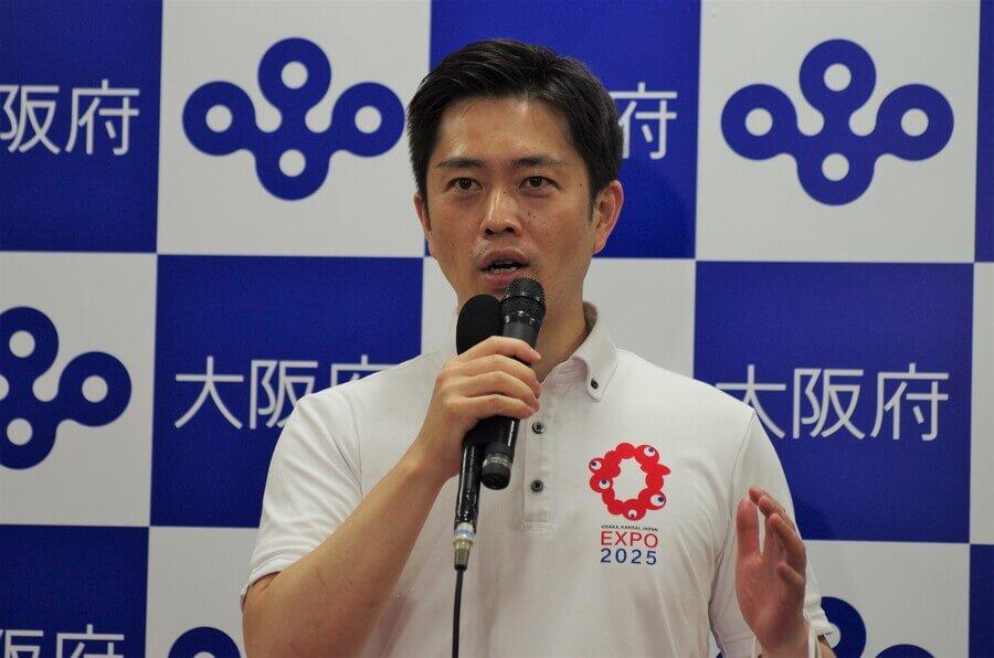 会議後の会見で説明する吉村洋文知事(7月30日・大阪府庁)