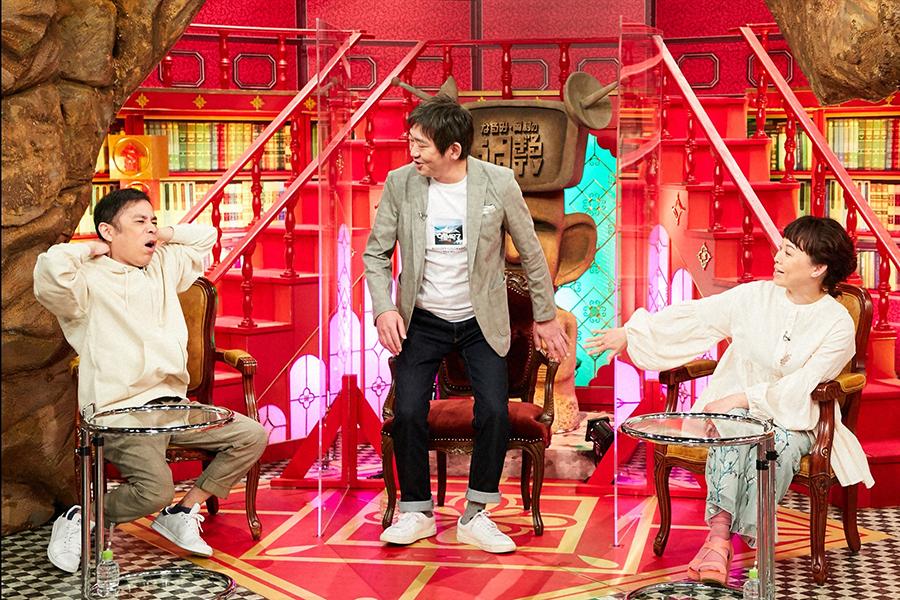 左から岡村隆史(ナインティナイン)、黑田有(メッセンジャー)、なるみ (C)ABCテレビ