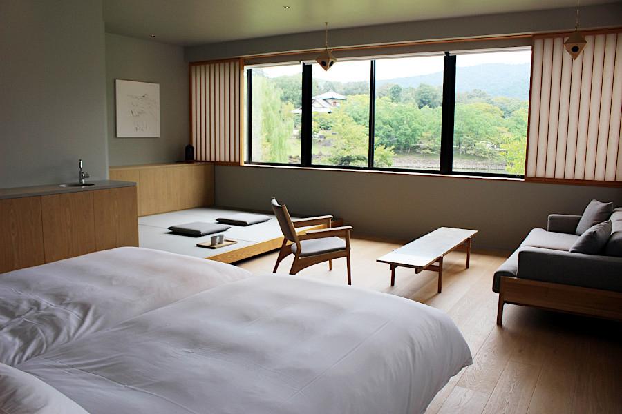 「正直なデザイン」を提案する芦沢啓治建築設計事務所が担当した地上階のジュニアスイートルーム(3階)