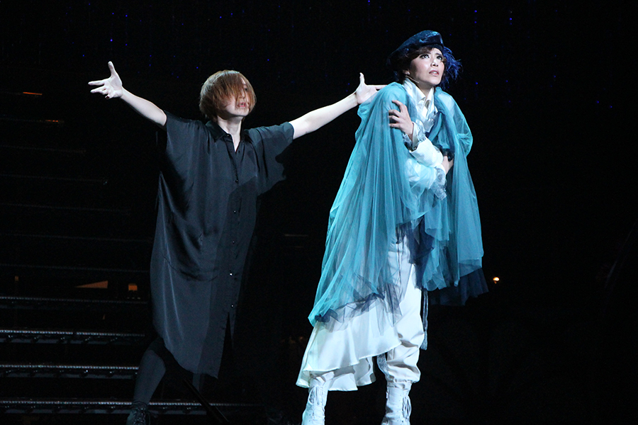 劇中劇「幸福の王子」のなかで、彩凪と貴千が心情を表した緊迫感あふれるダンスを披露