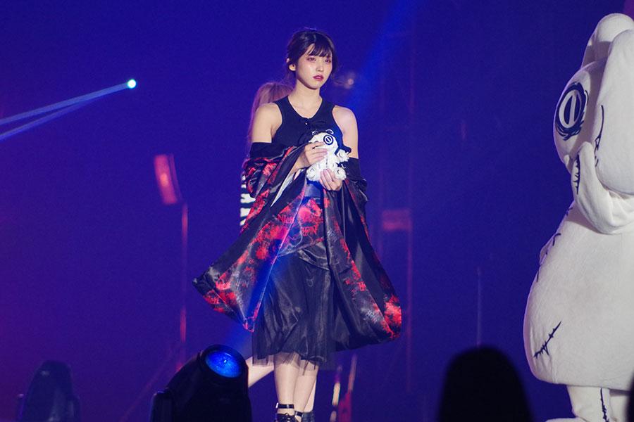 『関西コレクション』のステージに登場したえなこ(5日・京セラドーム大阪)