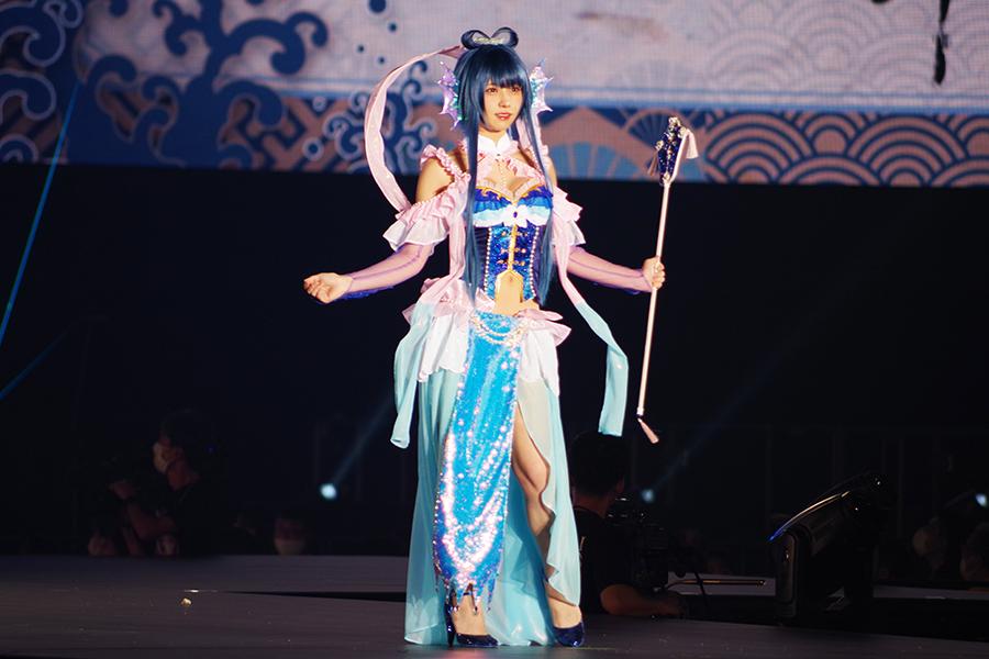 「浦島太郎」乙姫のコスプレで登場したえなこ(5日・京セラドーム大阪)