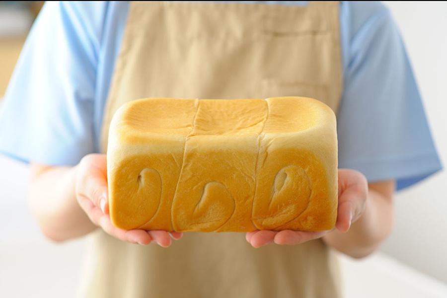 看板商品の「ふんわり生食パン」800円