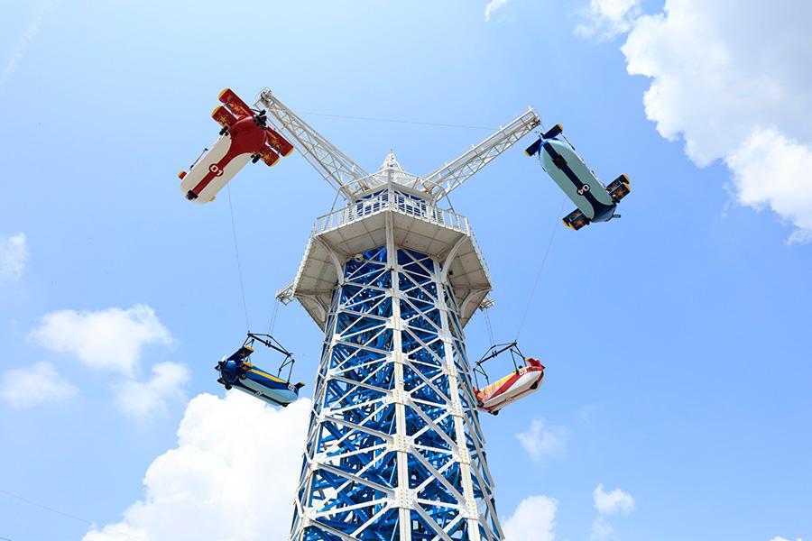 「生駒山上遊園地」の飛行塔(奈良県生駒市)