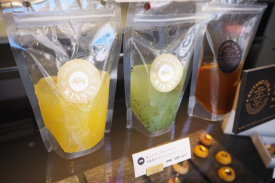 「パイナップル」「緑茶キウイとアロエ」のドリンク(429円)も販売
