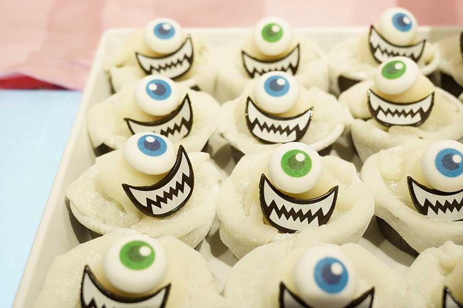 「陽気な脱力おばけカップケーキ」
