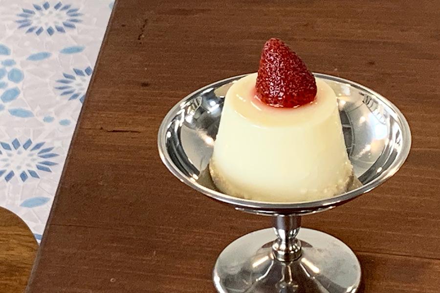 蜂蜜ミルクプリン450円。濃厚なミルクの味わいと蜂蜜の甘みがふわり