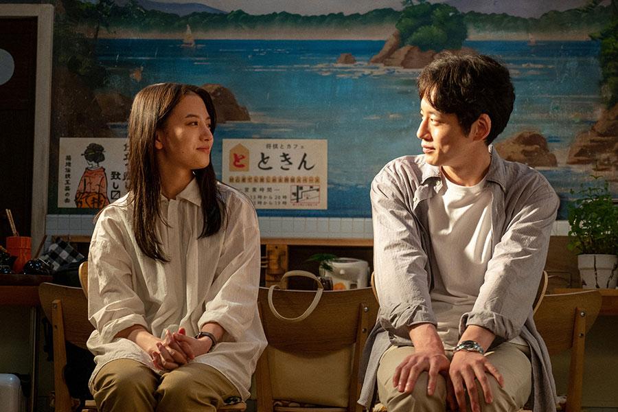 互いを見つめあう百音(清原果耶)と菅波(坂口健太郎)(C)NHK