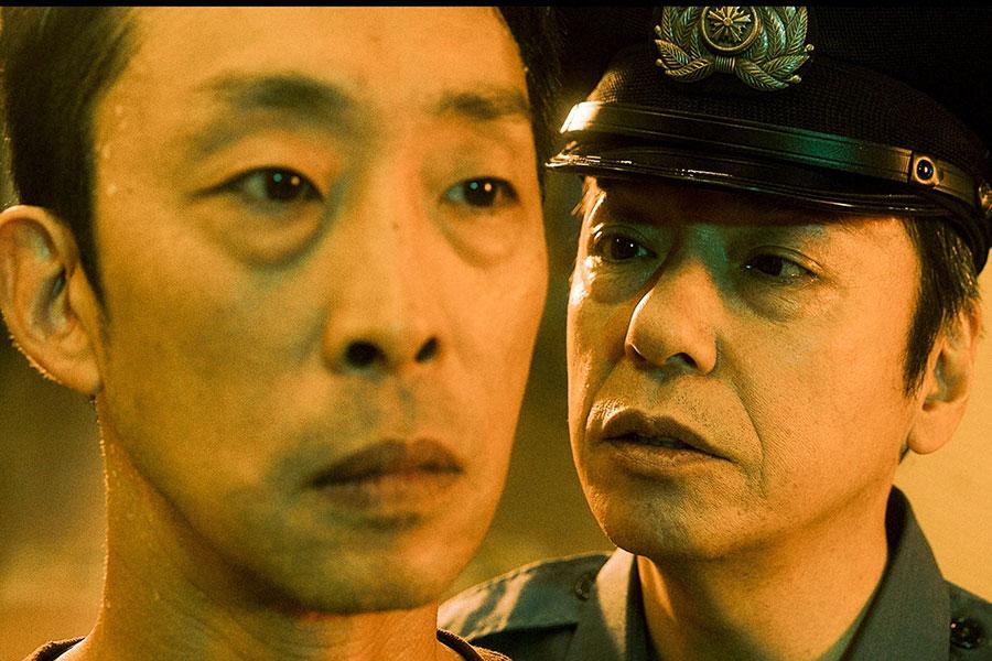 第1話より(左から主人公・陣内宗介(北村有起哉)、夜勤部長(板尾創路)) (C)ABCテレビ