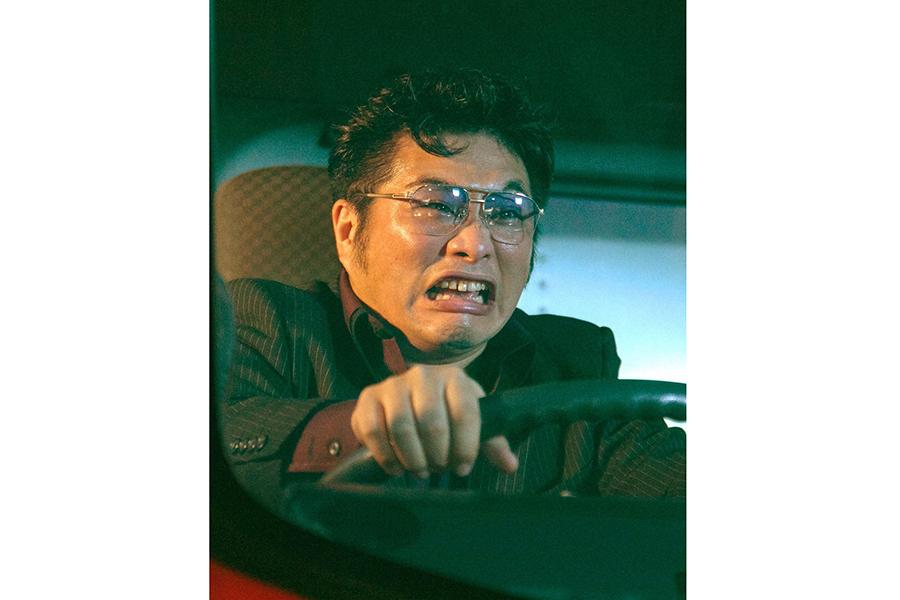 ヤクザ時代の兄弟分・さとしは尼崎市出身の俳優・松尾諭が演じる (C)ABCテレビ