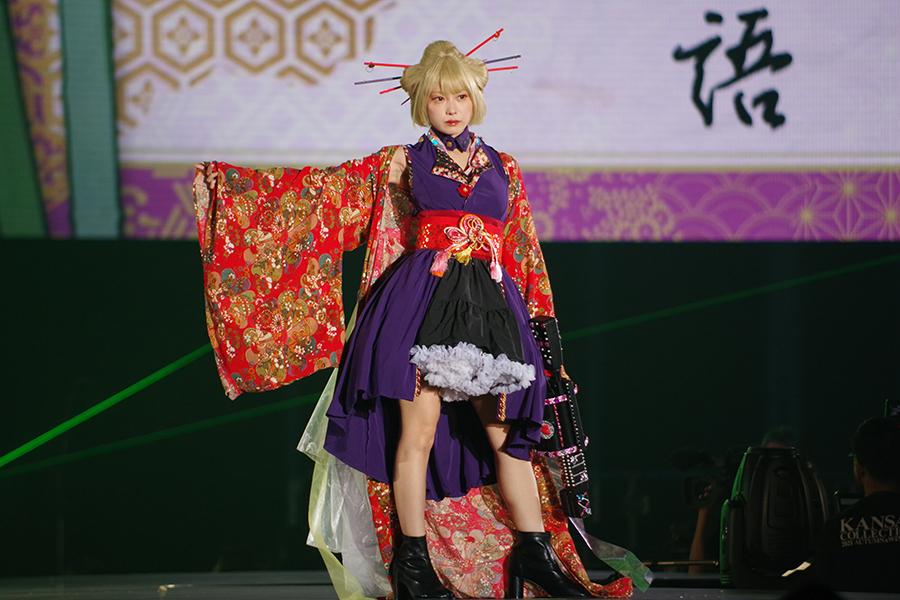 竹取物語をイメージした衣装で登場した篠崎こころ(5日・京セラドーム大阪)