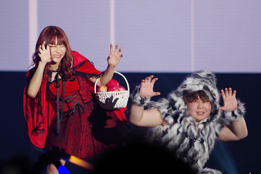 カップルYouTuber・夜のひと笑いのいちえ(左)、こうくん(5日・大阪市内)