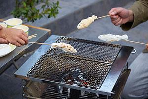 魚の塩焼き?いやよく見たら…大阪のマシュマロ専門工場が開発