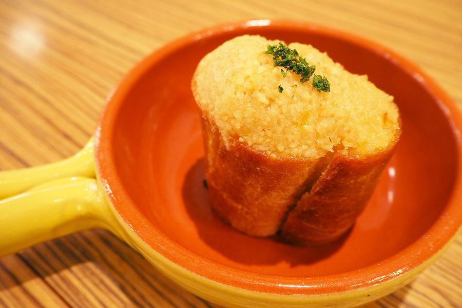 にんにく山盛り、高級ガーリックトースト専門店が大阪に登場