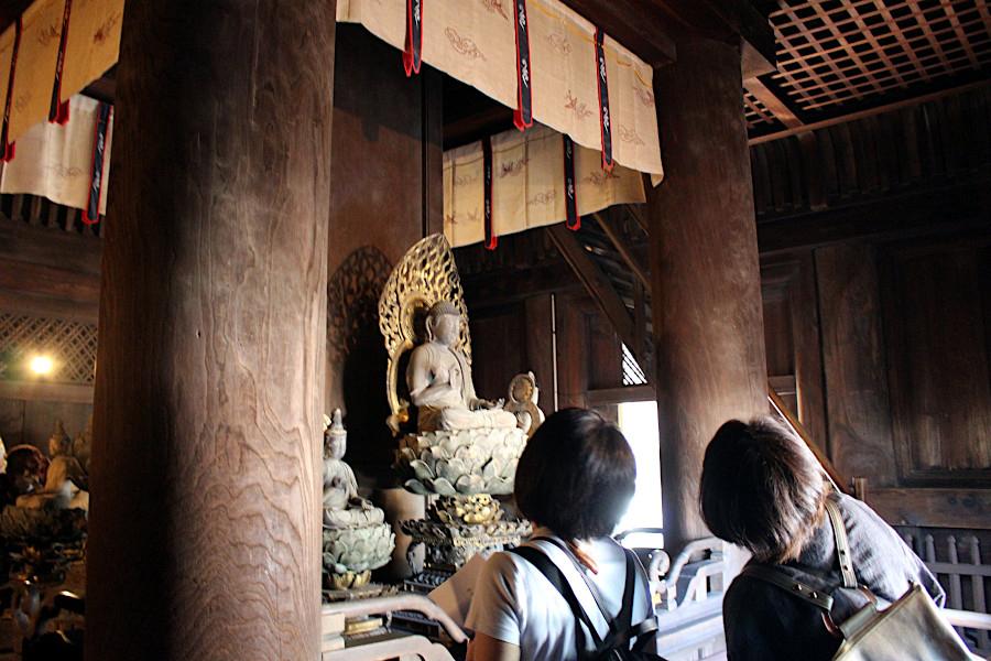 特別公開された興福寺五重塔の初層内陣の様子