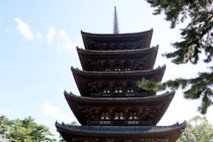 古都奈良のシンボル的な存在である興福寺の五重塔。5度の焼失と再建を繰り返し、現在の姿は室町時代に再建されたもの