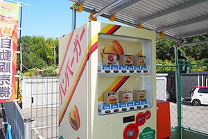 大阪・枚方に「レトロ自販機」出現、予想外の売れ行きに