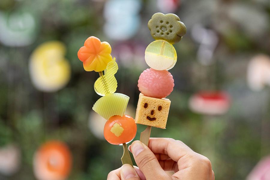 京都・清水の新名物に、老舗のかわいすぎる「串和菓子」